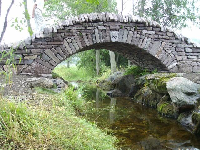 This Is A Dry Stone Bridge Built By Members Of The Walling Ociation Canada In Wellington Prince Edward County Ontario 2007