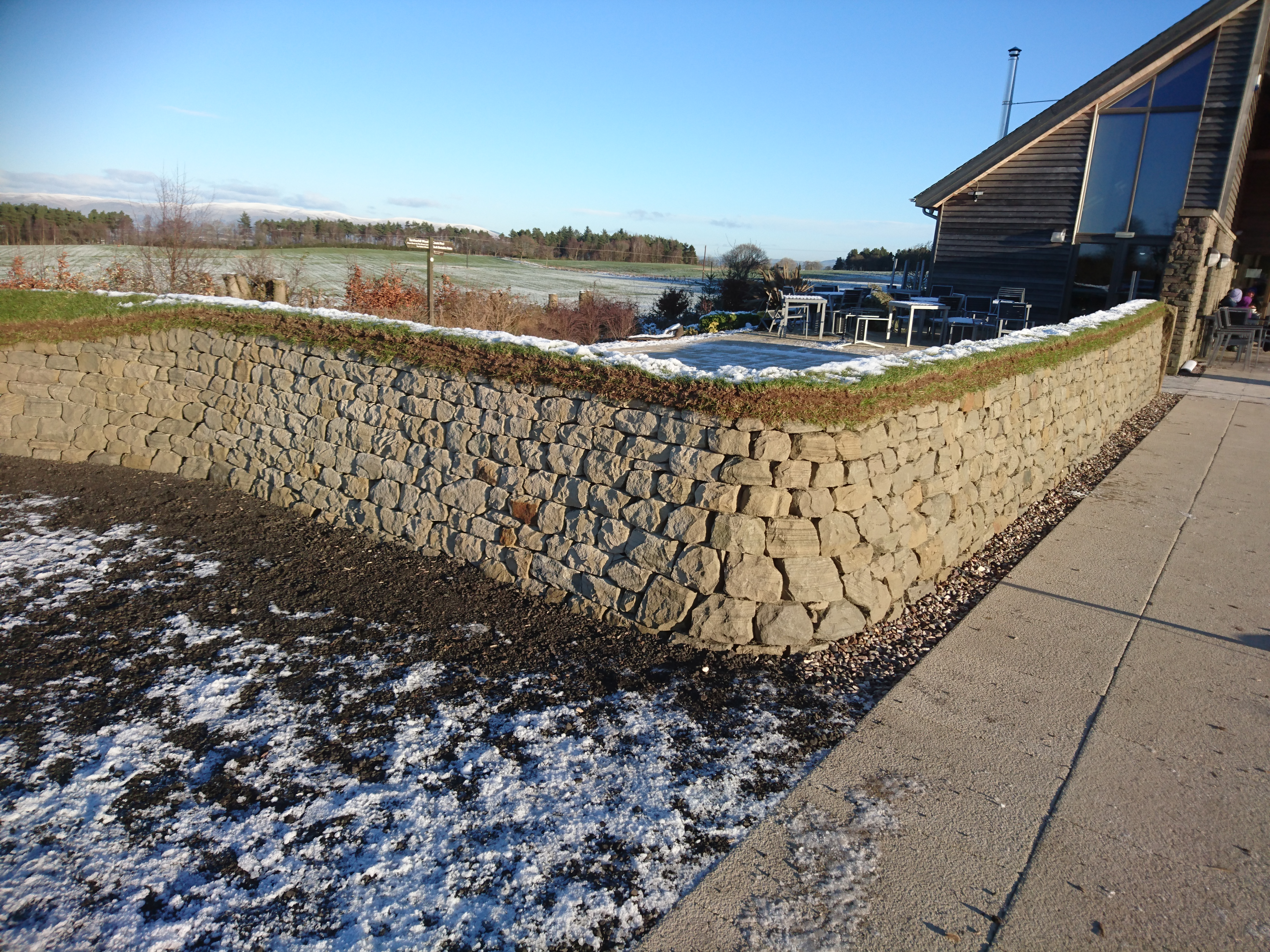 Dry stone curved corner