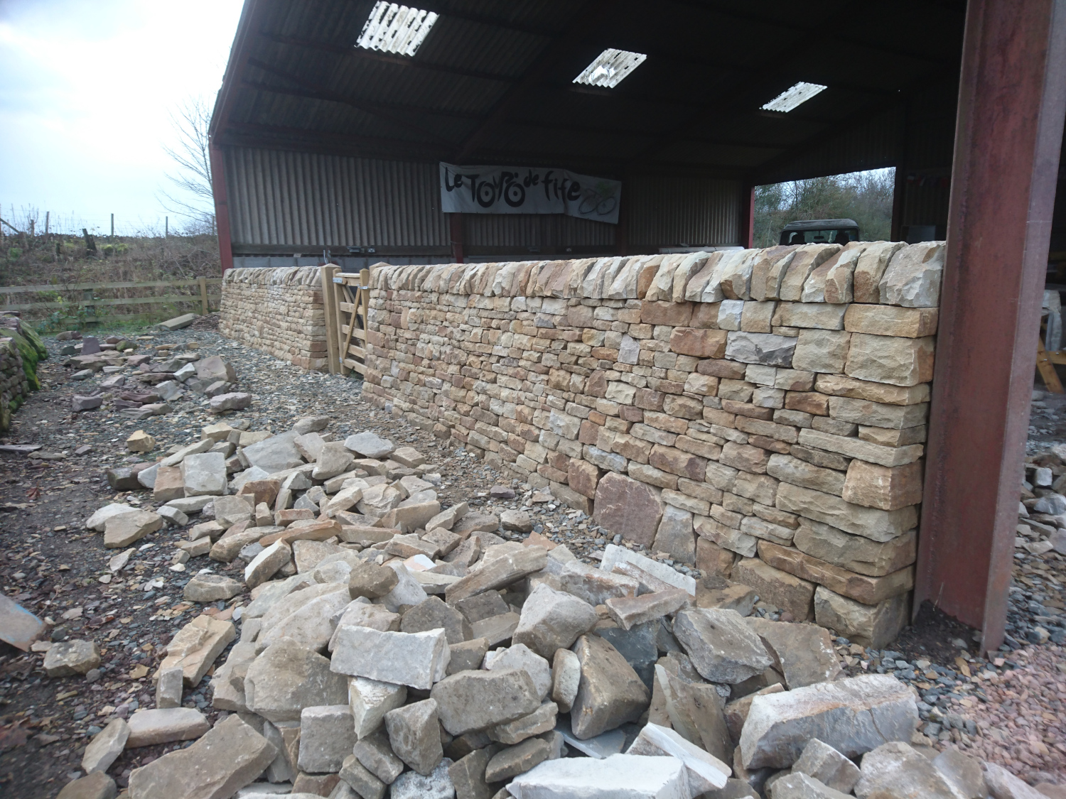 Free standing dry stone wall